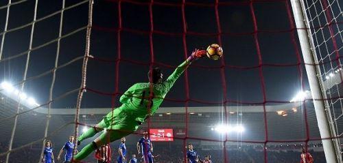 كورتوا افضل لاعب في الدوري الإنجليزي في الموسم الحالي