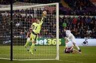 ثنائية يورنتي تمنح سوانزي الفوز 3-2 على بيرنلي