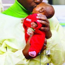 امريكية تلد طفلة في حجم علبة البيبسي