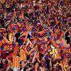 من أجل شراء تذاكر نهائي الكأس.. جماهير برشلونة تُقيم أمام بوابات النادي