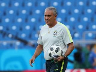 مدرب البرازيل يثير الشكوك حول نيمار قبل مواجهة سويسرا