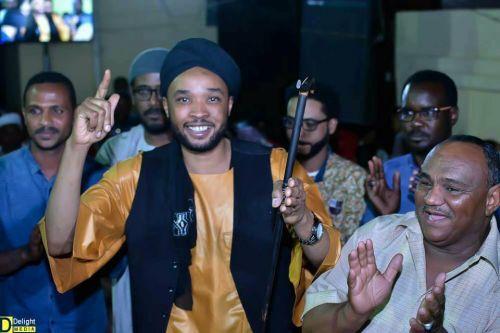 الفنان الشاب محمد عيسي يفجر المفاجات الدبلماسي : أنا جاهز لرئاسة المريخ في العمومية القادمة