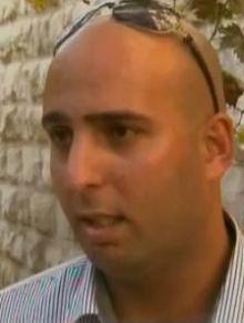 تحت شعار خالف تعرف ... شاب فلسطيني يوصل ( الشيشة ) للمنازل