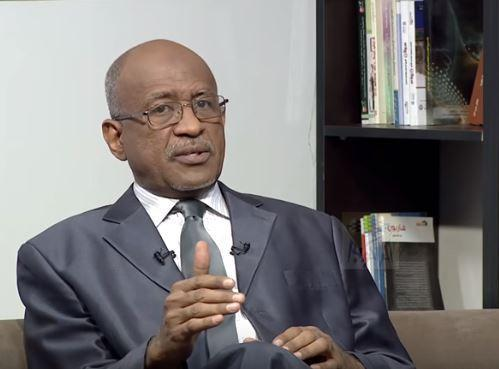 """وزير مستقيل : العقل السوداني بحاجة الي """"مسح وفرمطة"""""""