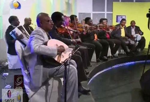 فرقة موسيقية سودانية تذرف الدموع بحفل زواج في جوبا