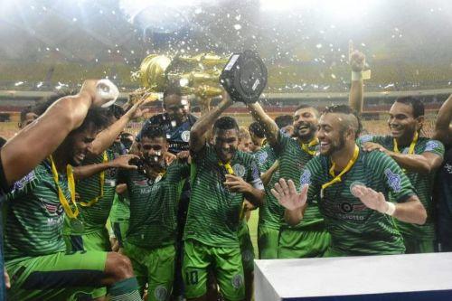 إنجاز غير  مسبوق ..مدرب برازيلي يفوز بلقبين للرجال والسيدات في نفس اليوم