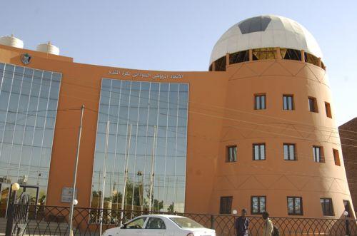 وفد الاتحاد العام للكرة يغادر إلى الإمارات بقيادة اللواء عامر