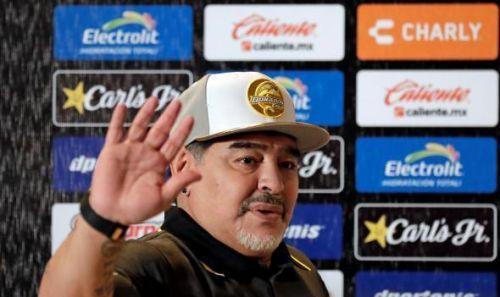 فتح تحقيق مع مارادونا في المكسيك