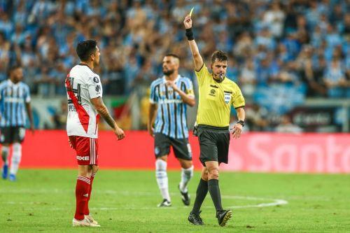 أندرياس كونا يضبط مباراة بوكا جونيورز و ريفر بليت، في إياب نهائي كأس ليبرتادوريس