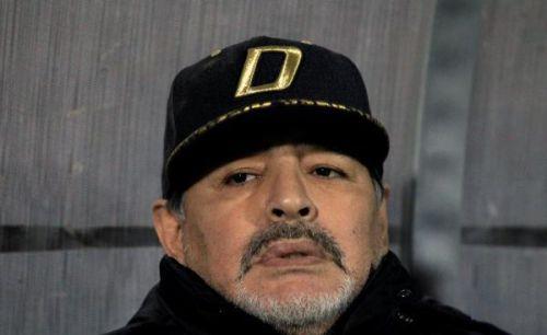 مارادونا يطالب بمعاقبة ريفر بليت وإنصاف بوكا جونيورز