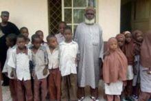 تسعيني نيجيري يبدأ تعليمه من الصفر  ليحصل على دكتوراه في الش..