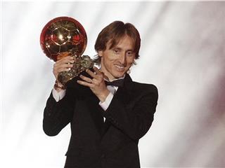 الملك لوكا مودريتش يتوج رسميًا بجائزة الكرة الذهبية