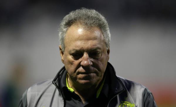 نقل مدرب فلامنجو  الى المستشفى بعد فوزه القاتل في الديربي بالبرازيل