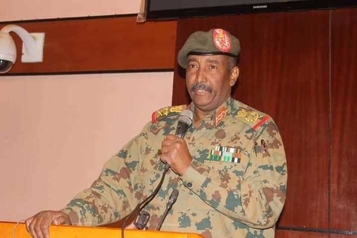 رئيس المجلس العسكري يقدم تنويرا لضباط القوات المسلحة