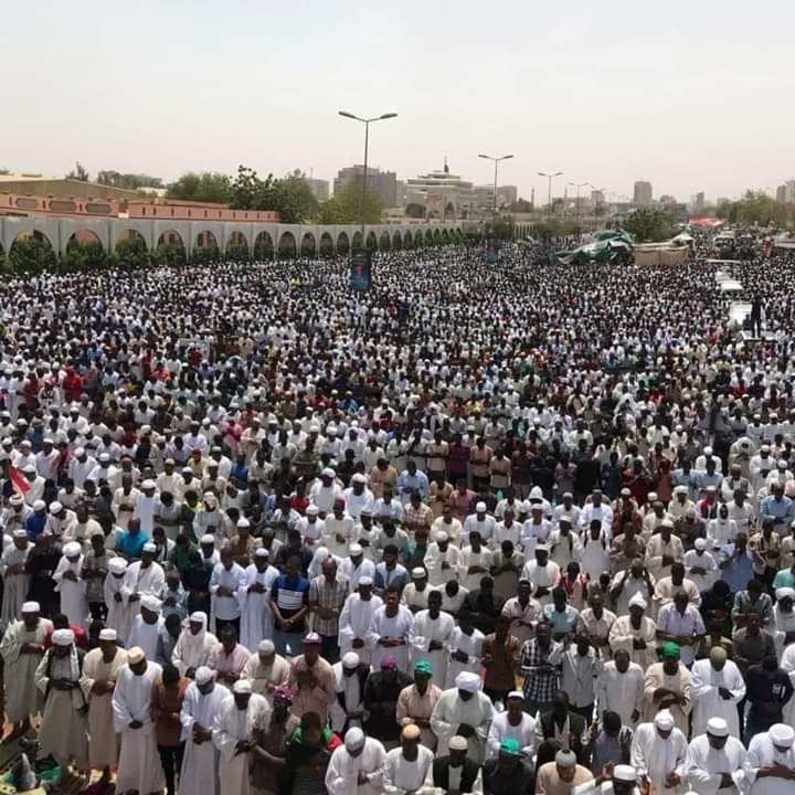 الثورة السودانية تطالب باقصاء الثلاثي من المجلس العسكري