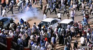 قناتا الهلال والنيل الازرق تغضبان المعتصمين