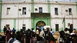 الشرطة السودانية تنفي محاولة تهريب البشير من السجن وتحذر