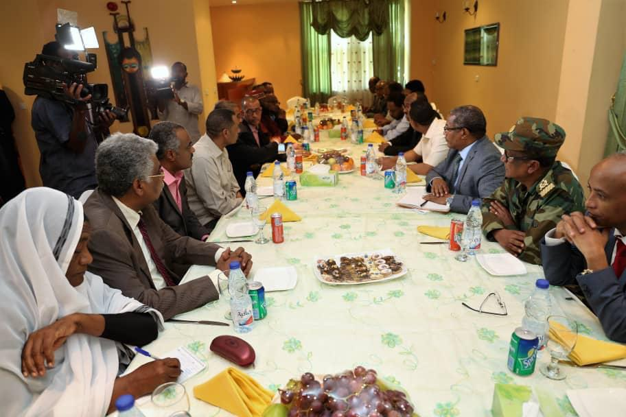 ابي احمد يحذر ساسة السودان من الارتماء في احضان القوى الإقليمية