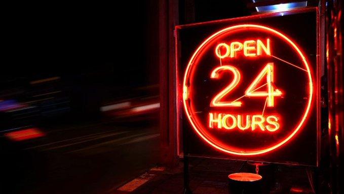 السعودية: السماح بفتح المحلات التجارية على مدار 24 ساعة