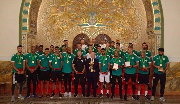 نجوم الجزائر يحصلون على وسام الاستحقاق الوطني