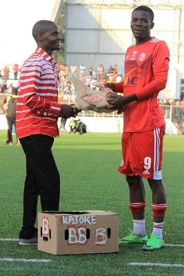 حقيقة الدجاجة جائزة أفضل لاعب في الدوري المالاوي!
