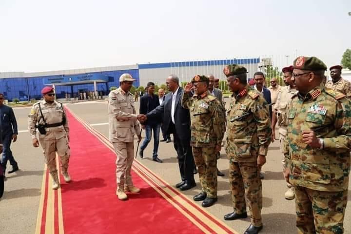 الاتحاد العام يكرم نائب رئيس المجلس العسكري دقلو