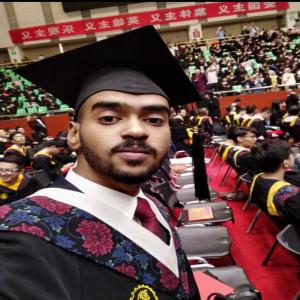 د عمر يتخرج طبيبا من جامعة شيان الصينية