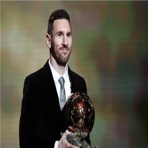 البرغوث ميسي يتوج رسميا بجائزة الكرة الذهبية