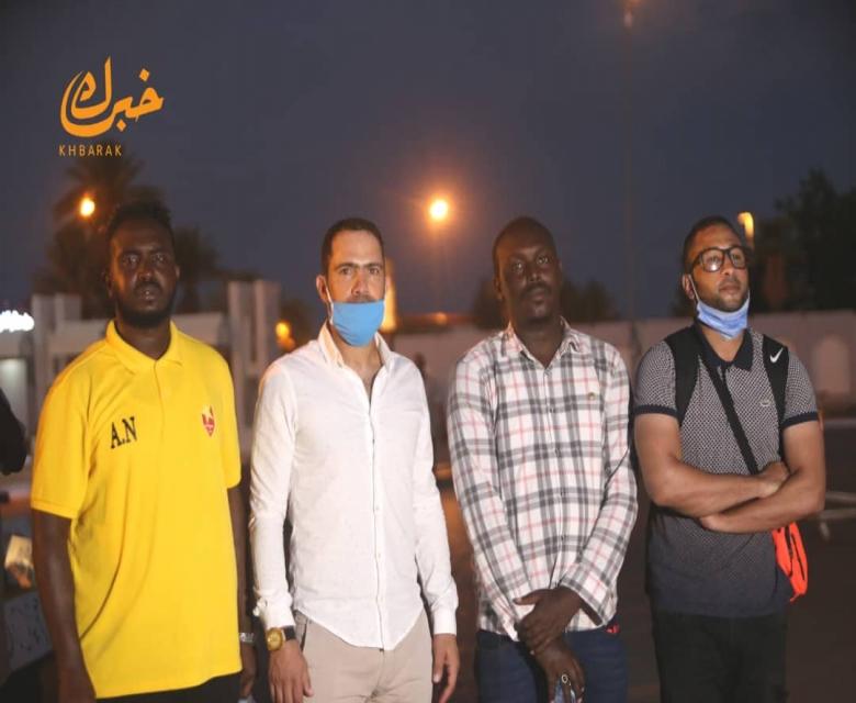 وصول المدرب جمال خشارم ومواطنه الفطناسي