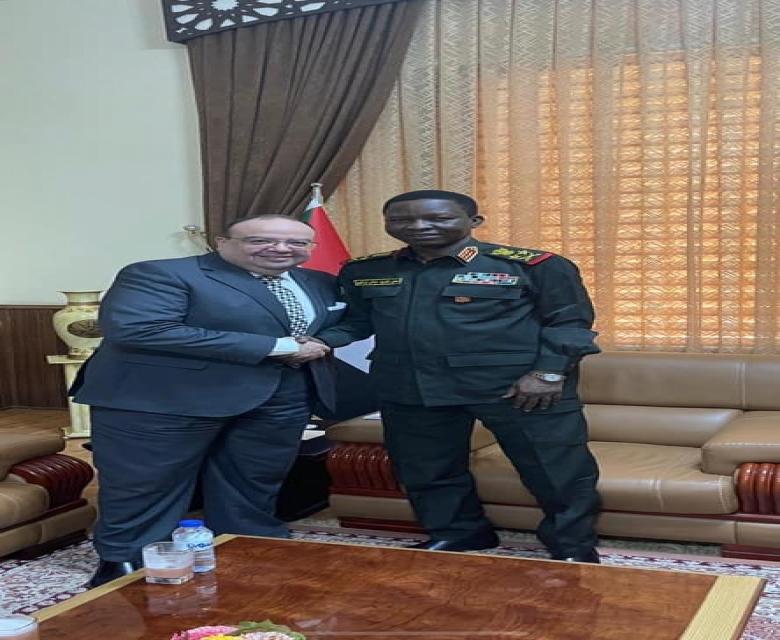 السفير المصري بالخرطوم يلتقي بعضو مجلس السيادة السوداني لمتابعة العلاقات بين البلدين