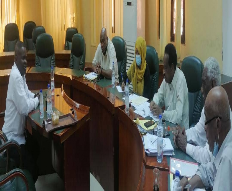 اللجنة الثلاثية برئاسة اللواء عامر تلتقي اللجان الانتخابية ومجلس المريخ