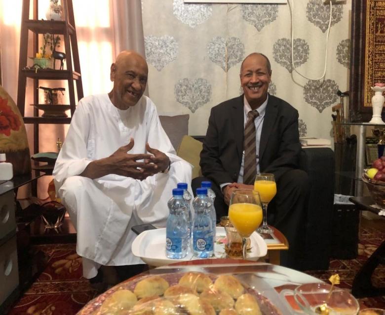 للاطمئنان على صحته .. سفير السودان بقطر يزور هاشم كرار